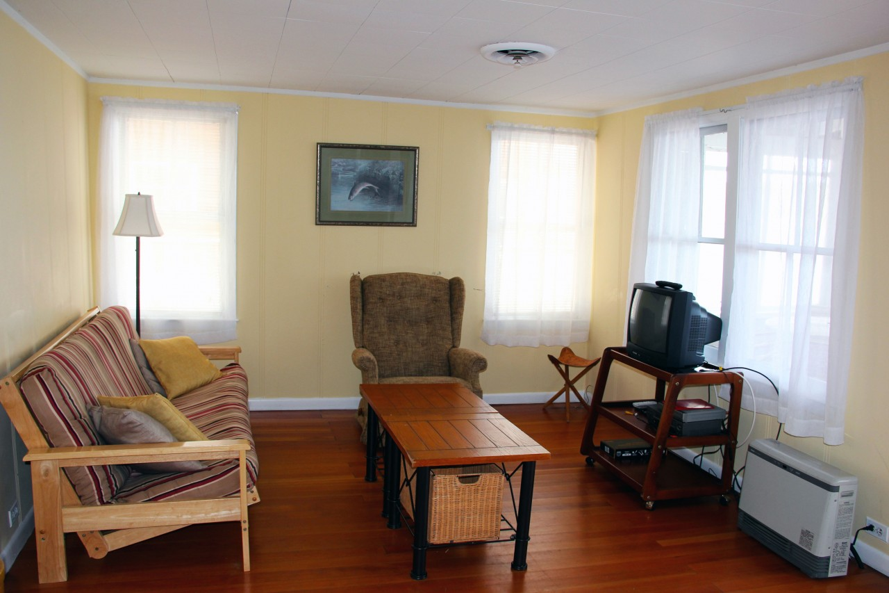 The white cottage camp on bomoseen for The family room vermont