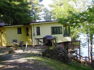 Lakeside Rental Cottage 2